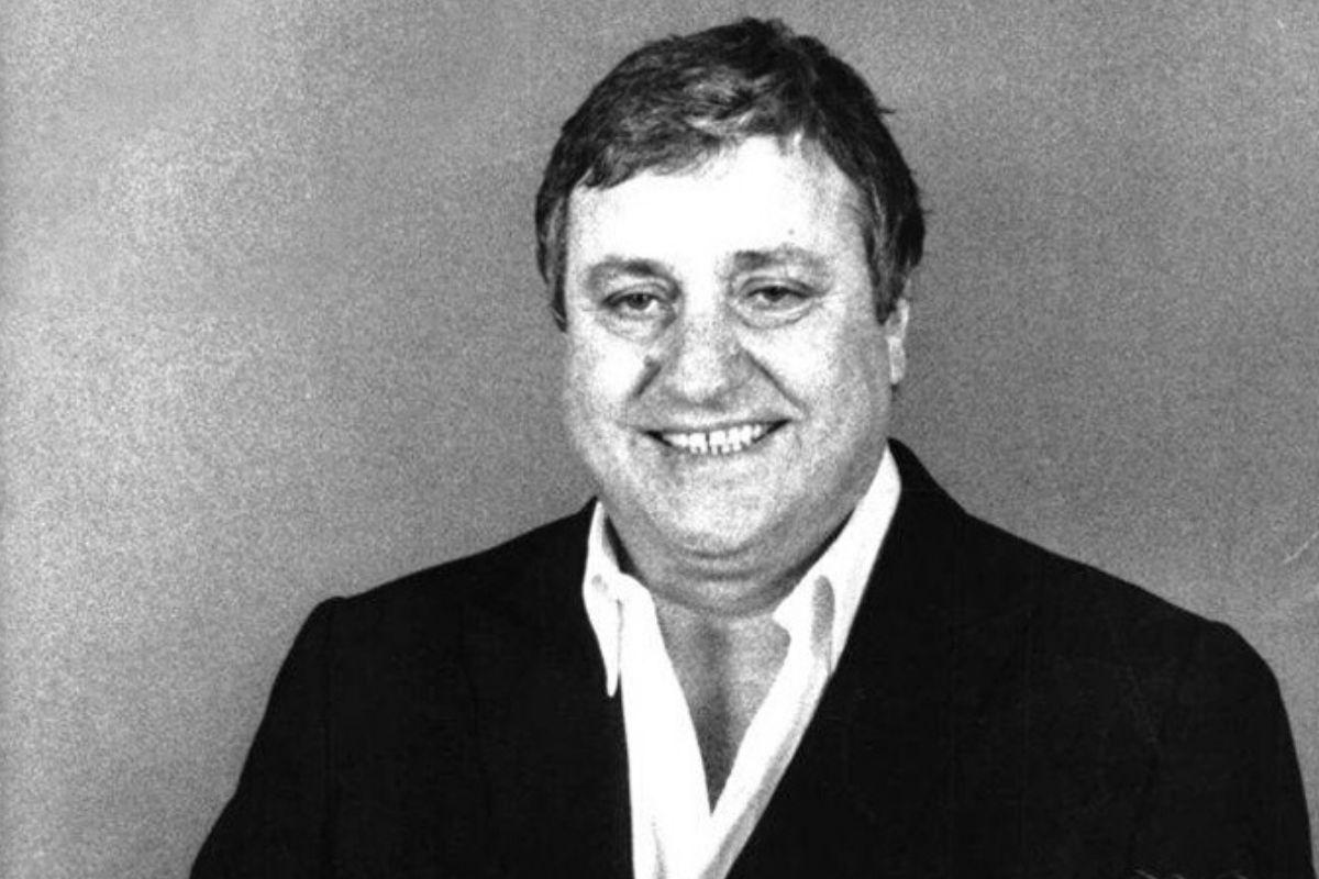 Mario Merola: biografia del cantante e attore napoletano