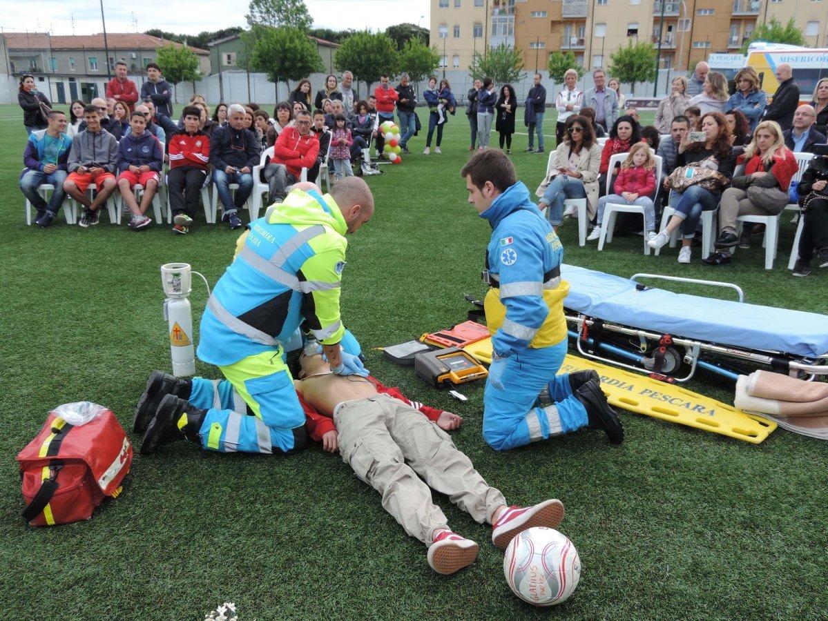 Defibrillatori semiautomatici negli impianti sportivi: normativa e linee guida