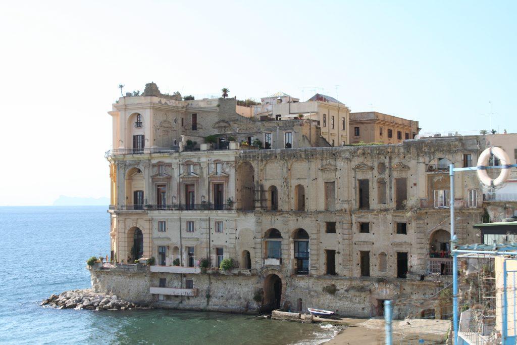 palazzo donn anna napoli