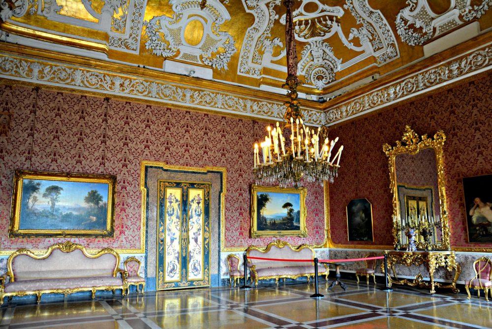 interno palazzo reale napoli